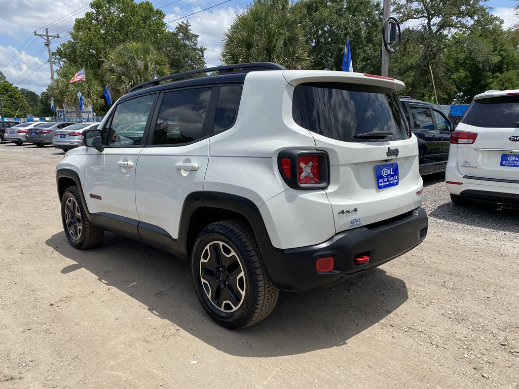 2016 Jeep Renegade Trailhawk photo