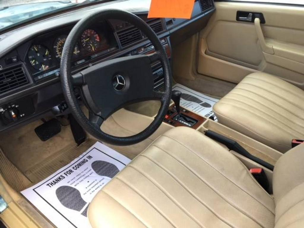 1985 Mercedes-Benz 190-Class 190E photo