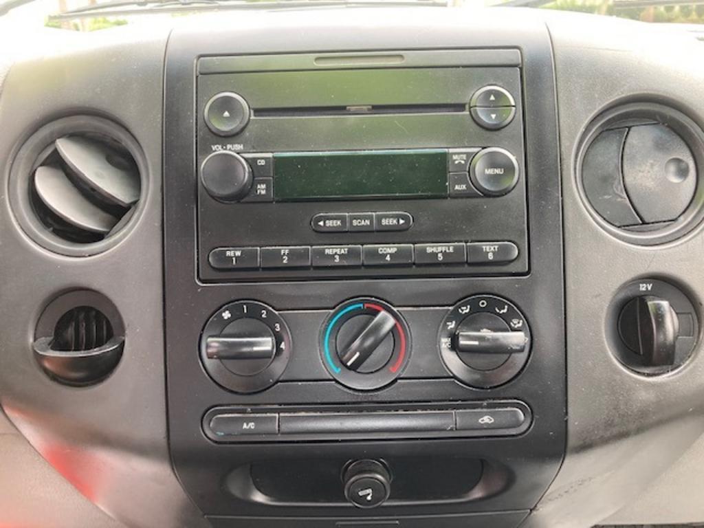 2005 Ford F-150 XL photo