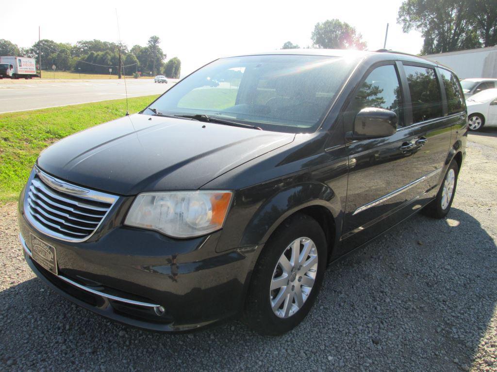 The 2012 Chrysler Town & Country Touring photos