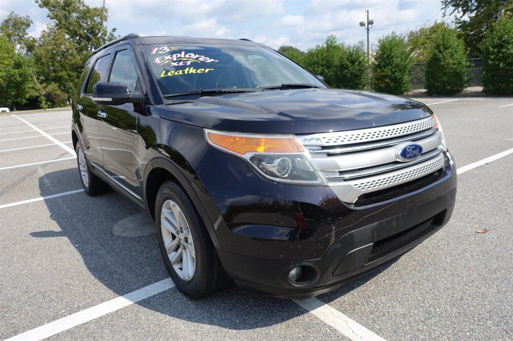 The 2013 Ford Explorer XLT photos