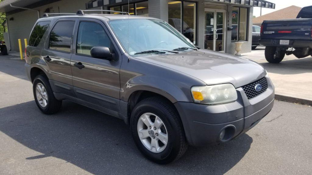 The 2005 Ford Escape XLT photos