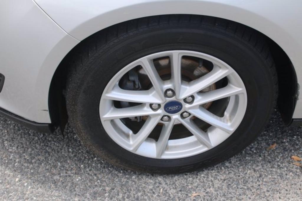 2017 Ford Focus SE photo