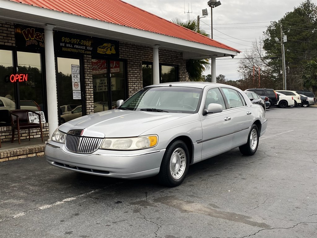 1998 Lincoln Town Car Executive photo
