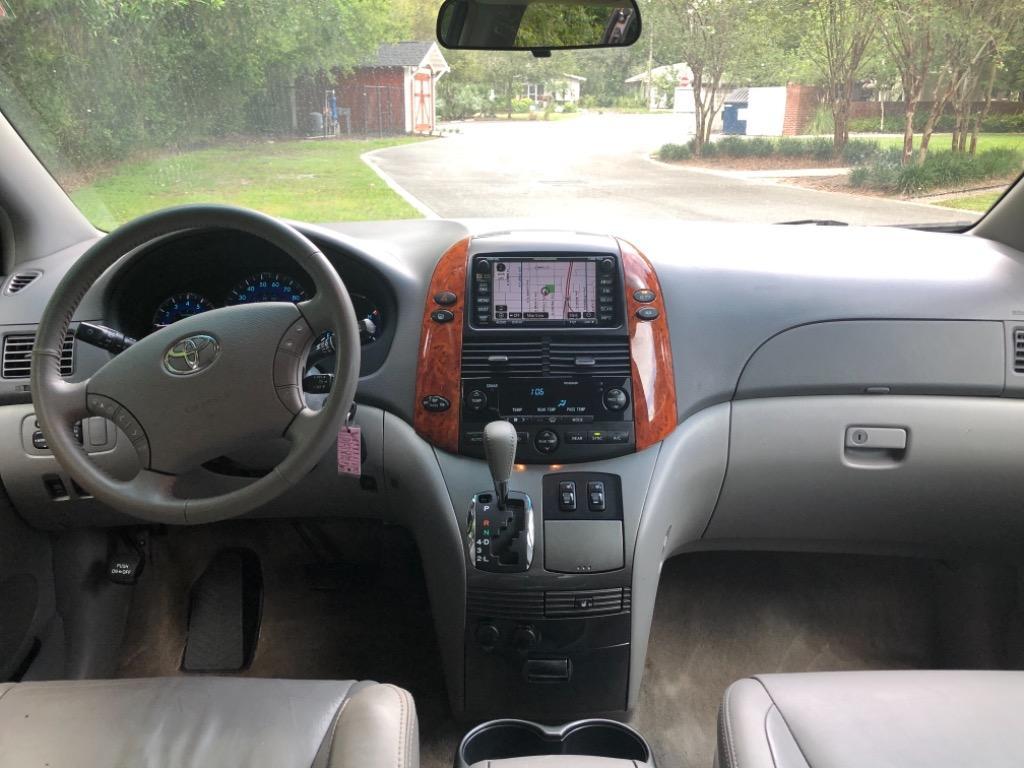 2009 Toyota Sienna XLE photo