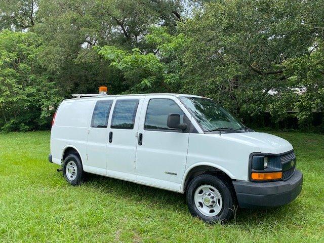 The 2005 Chevrolet Express 2500 2500 photos