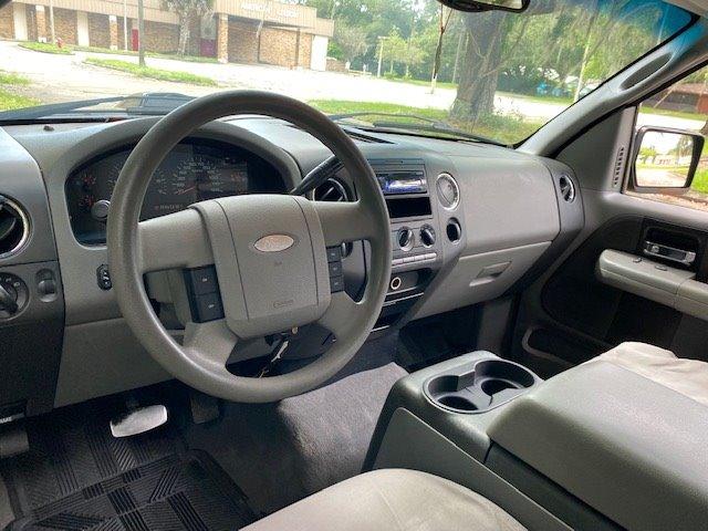 2004 Ford F-150 XL photo