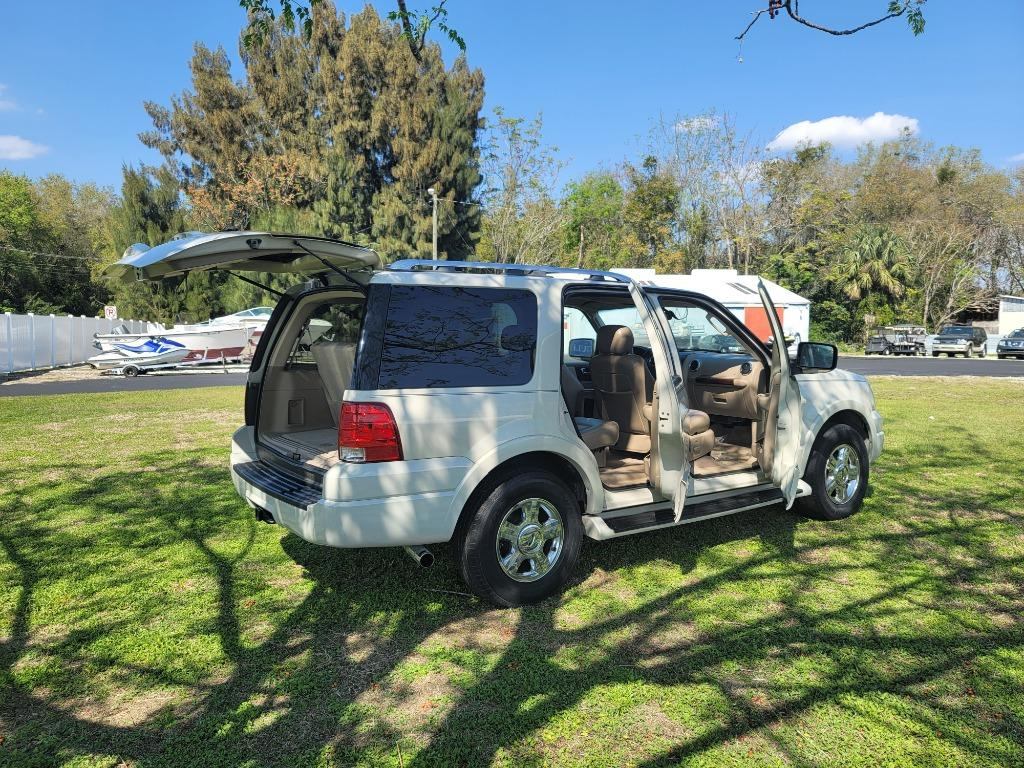 2005 Ford Expedition Limited photo