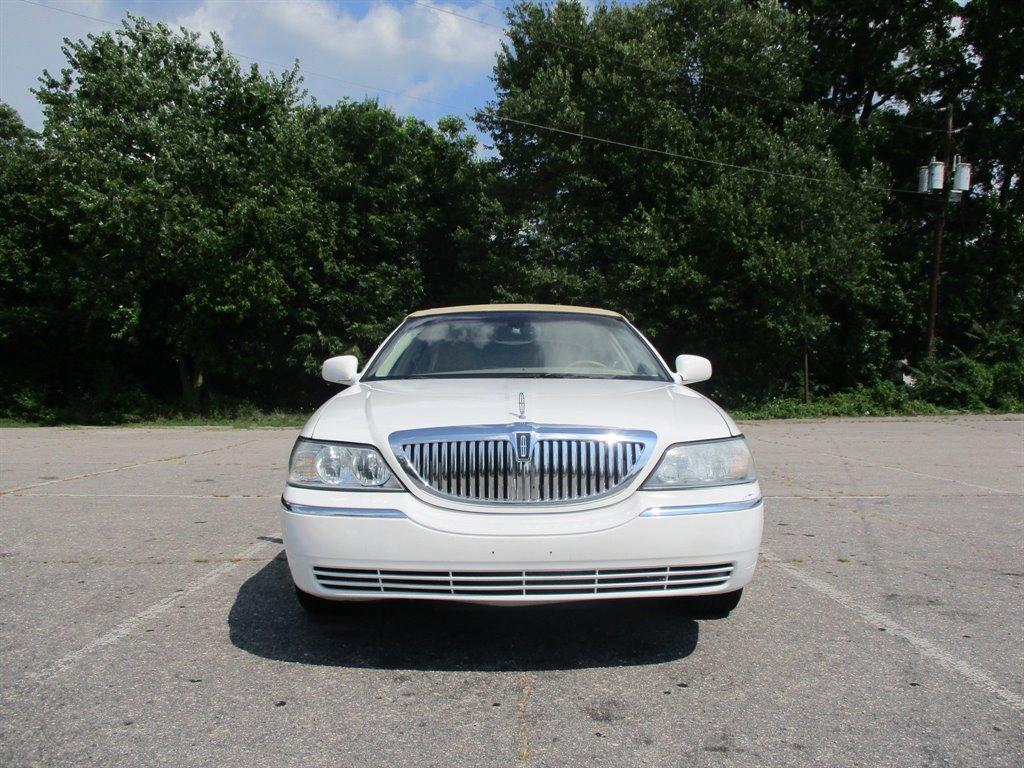 2006 Lincoln Town Car Signature photo