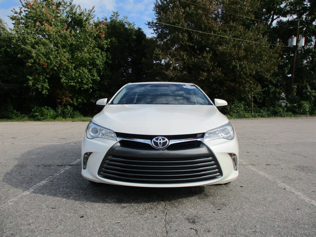 2017 Toyota Camry XLE photo