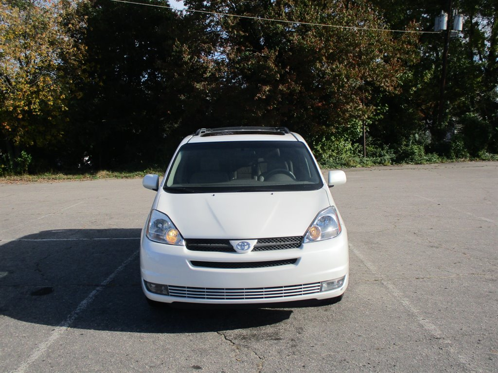 2005 Toyota Sienna XLE 7 Passenger photo