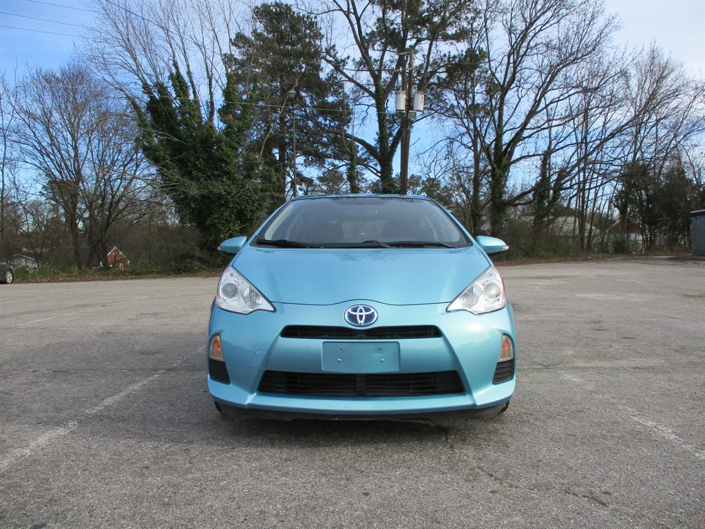 2014 Toyota Prius c One photo