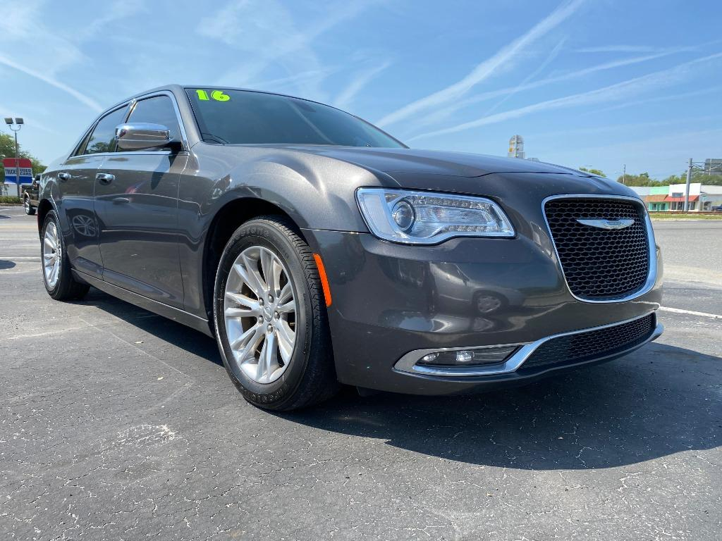 2016 Chrysler 300 C photo
