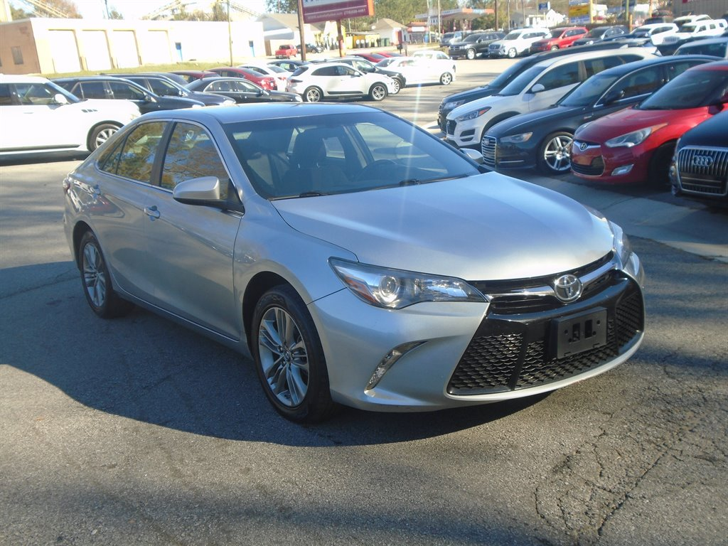 2017 Toyota Camry LE photo