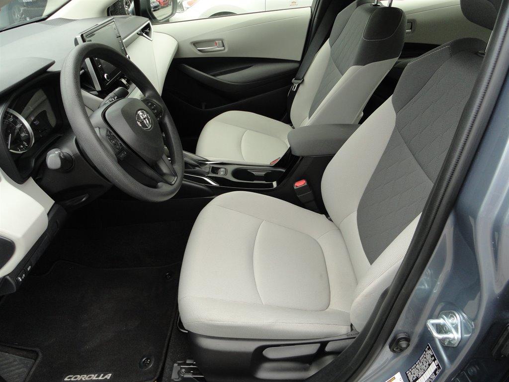 2020 Toyota Corolla LE photo