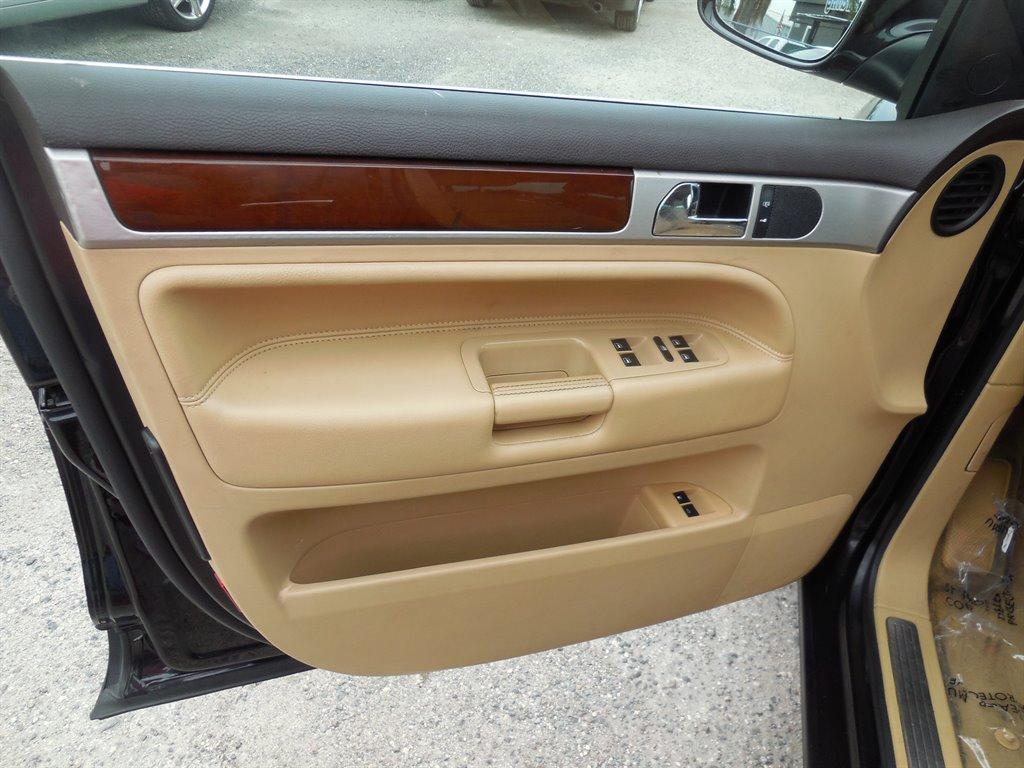 2010 Volkswagen Touareg V6 TDI photo