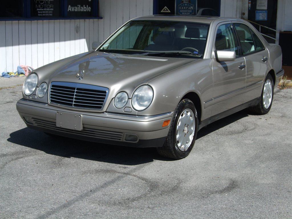 1999 Mercedes-Benz E-Class E320 photo