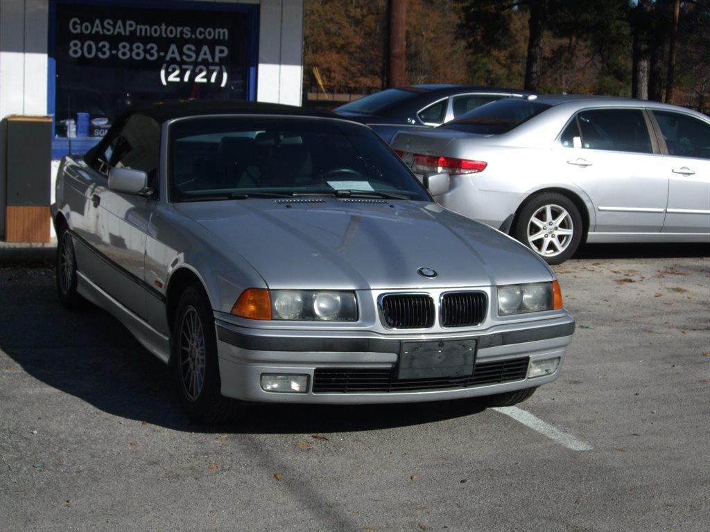 1999 BMW 3-Series 323i photo