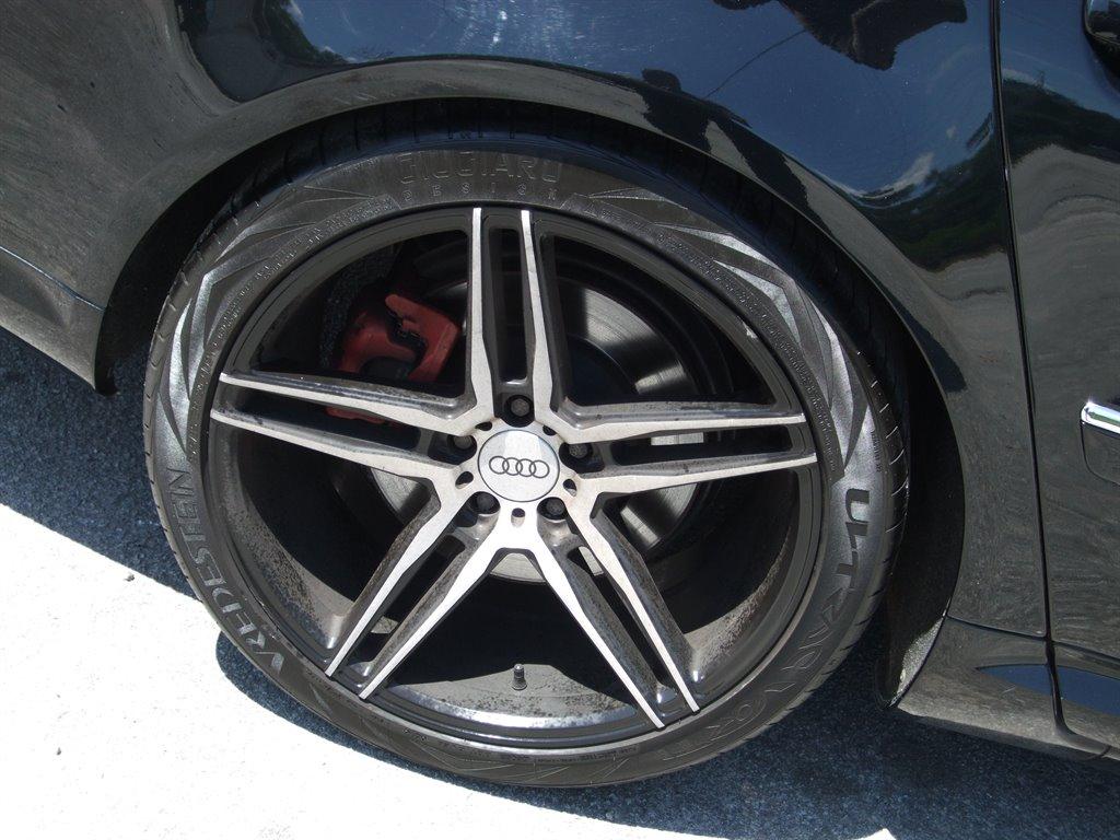 2008 Audi S8 quattro photo