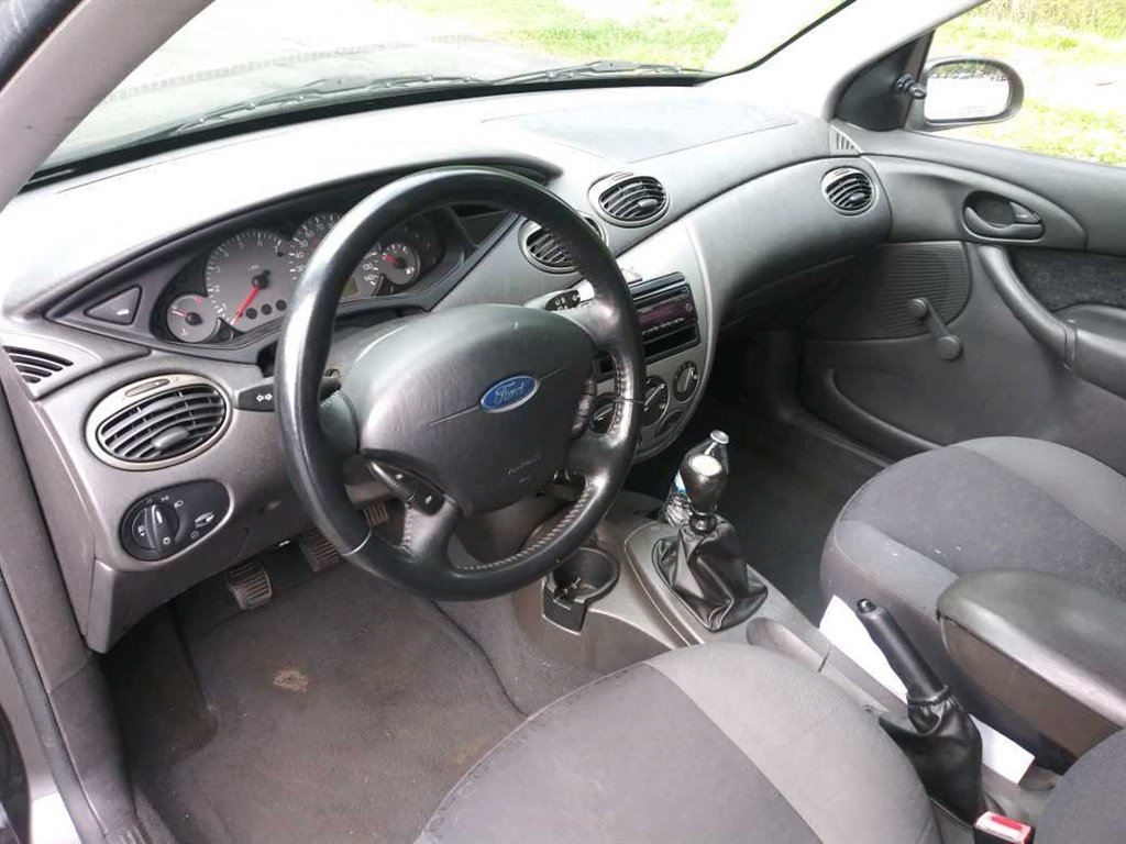 2003 Ford Focus ZX3 photo