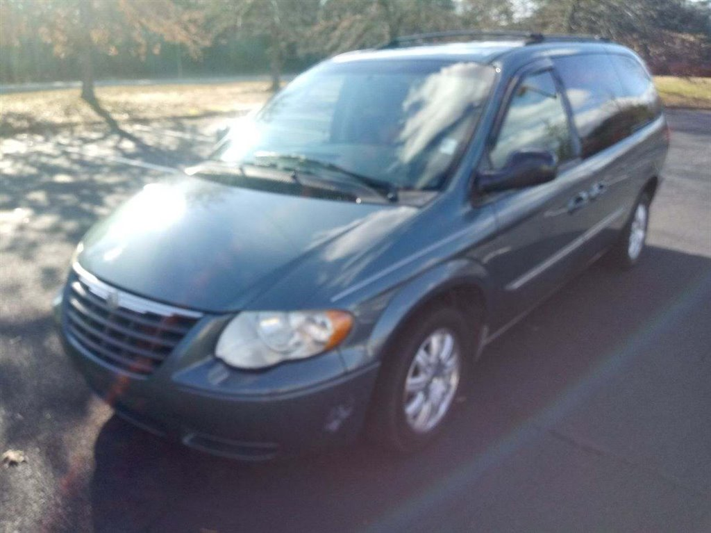 2006 Chrysler Town & Country Touring photo