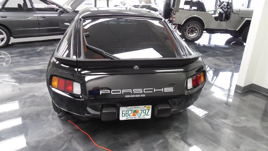 1985 Porsche 928 S photo