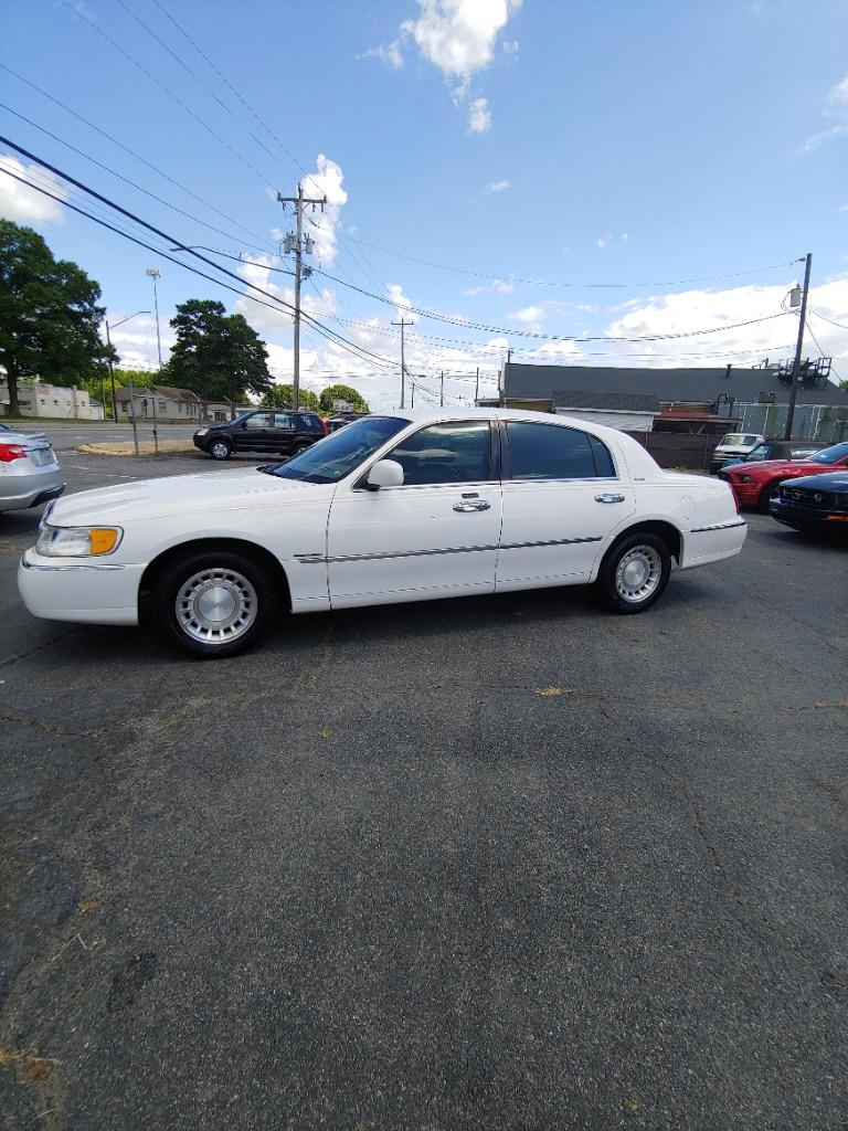 2000 Lincoln Town Car Executive photo