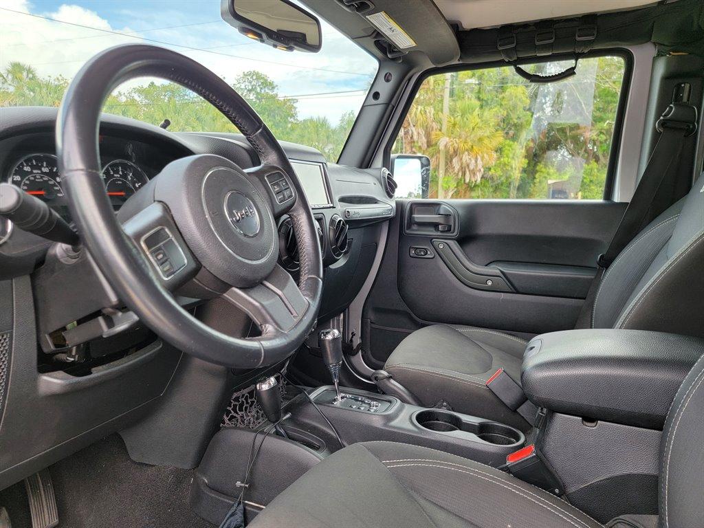 2016 Jeep Wrangler Unlimited Sahara photo