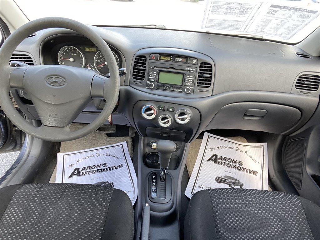 2009 Hyundai Accent GS photo