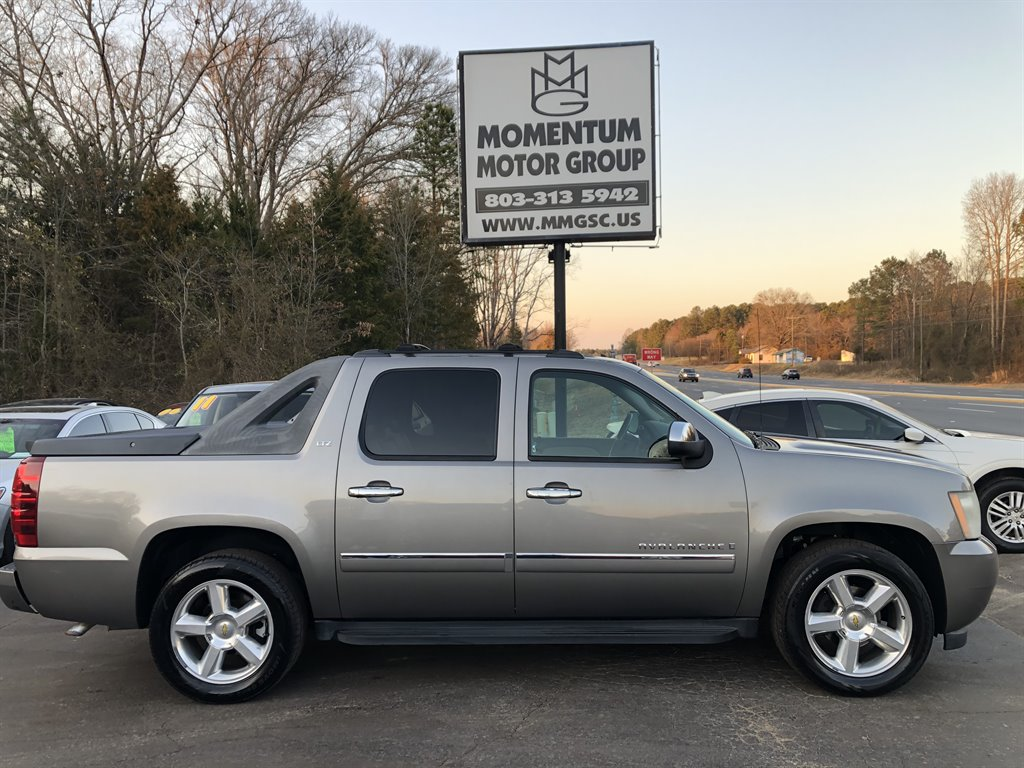 2009 Chevrolet Avalanche LTZ photo