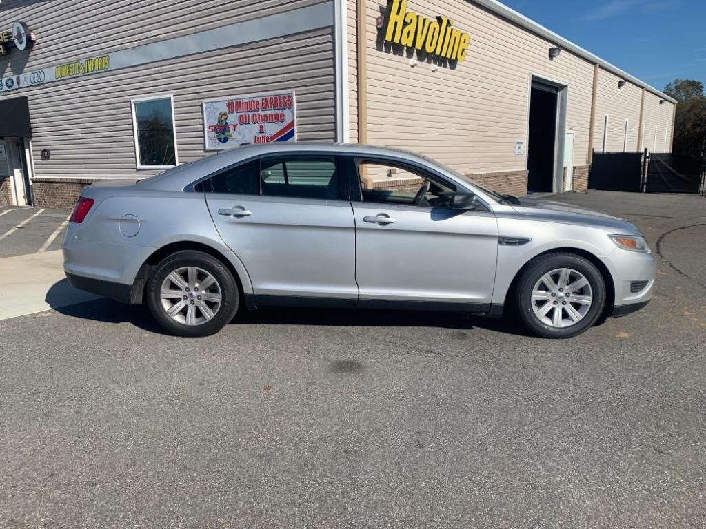 2010 Ford Taurus SE photo