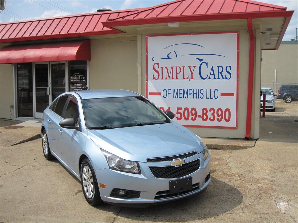The 2011 Chevrolet Cruze LS photos