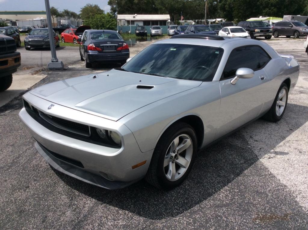 2009 Dodge Challenger SE photo