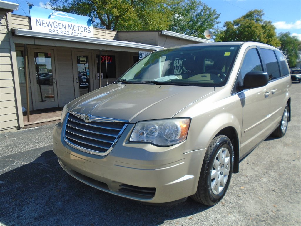 2009 Chrysler Town & Country LX photo