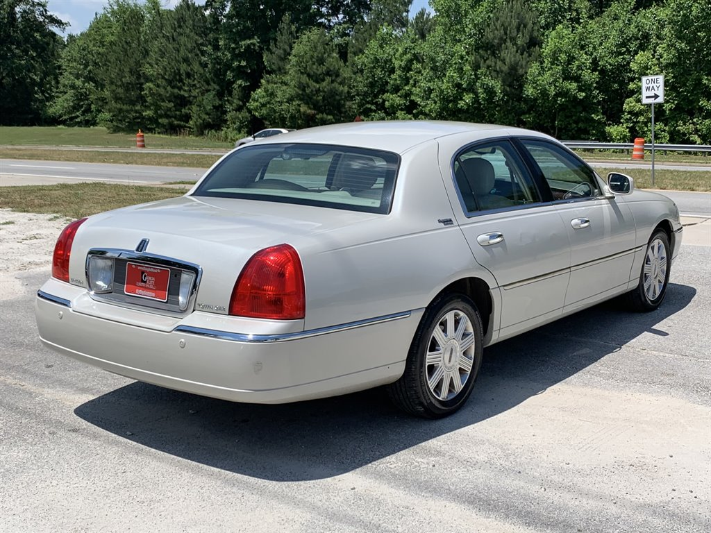 2005 Lincoln Town Car Signature photo