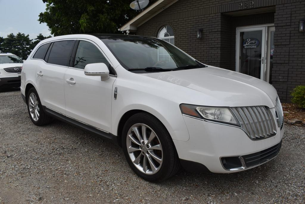 The 2010 Lincoln MKT EcoBoost photos
