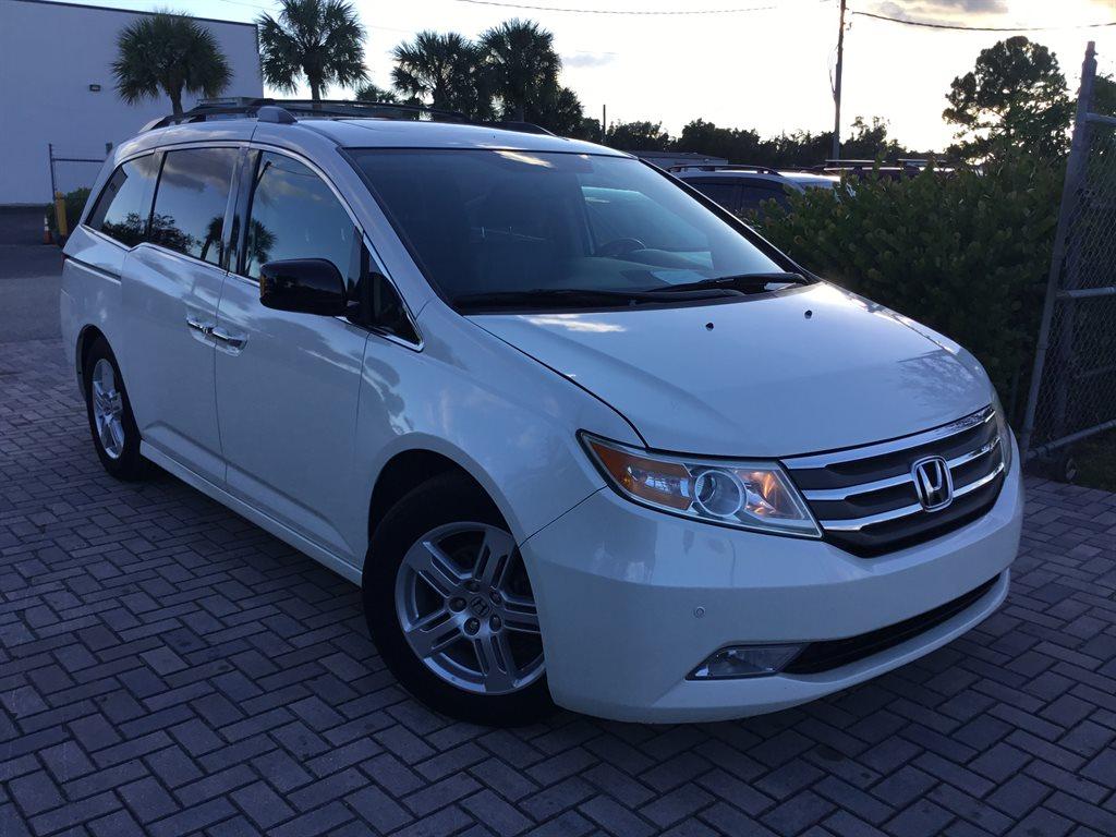 2013 Honda Odyssey Touring photo