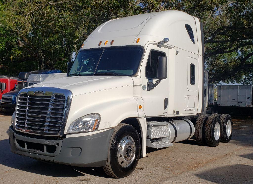 2009 Freightliner Cascadia 125 Conventional Sleeper photo