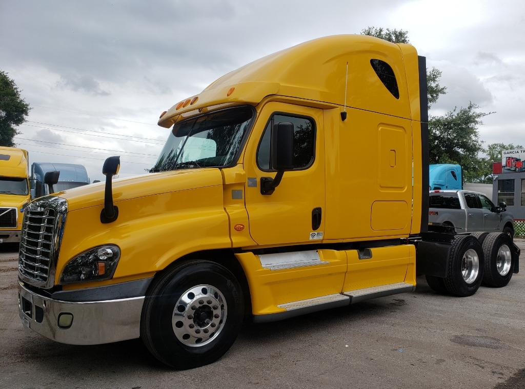 2013 Freightliner Cascadia 125 Conventional Sleeper photo