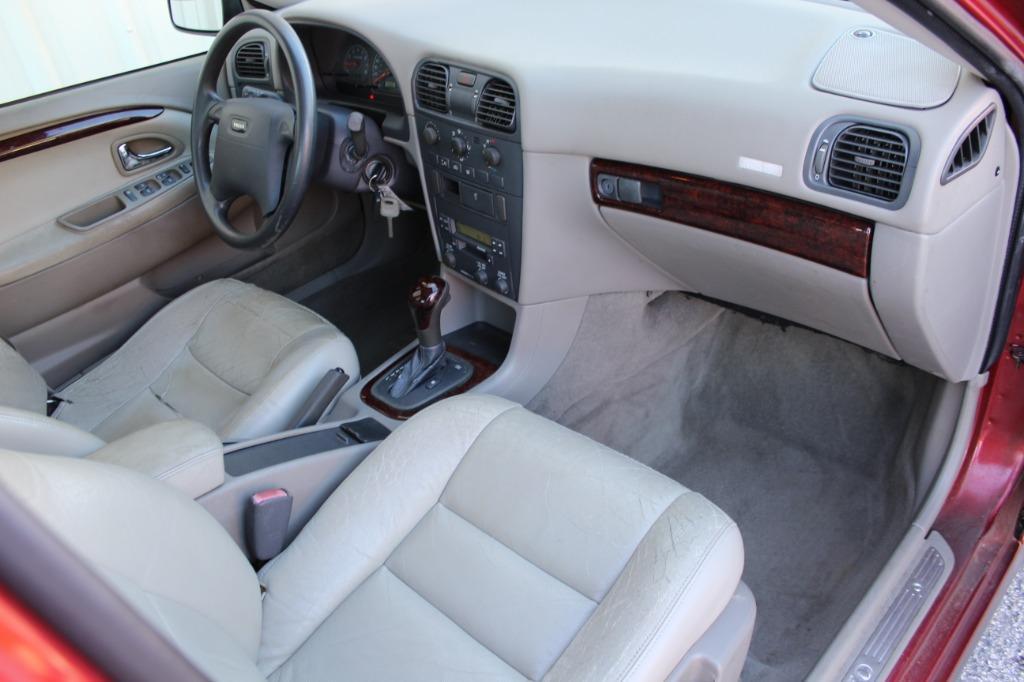 2001 Volvo S40 photo