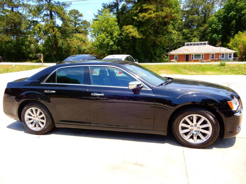 2012 Chrysler 300 C photo