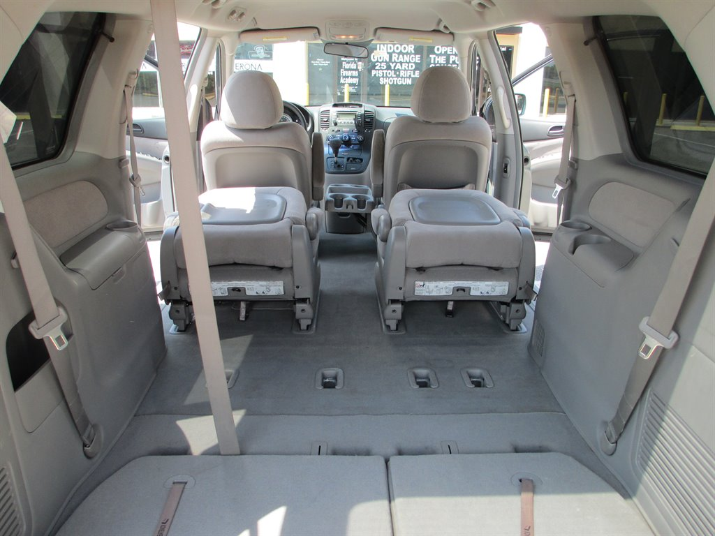 The 2007 Hyundai Entourage GLS