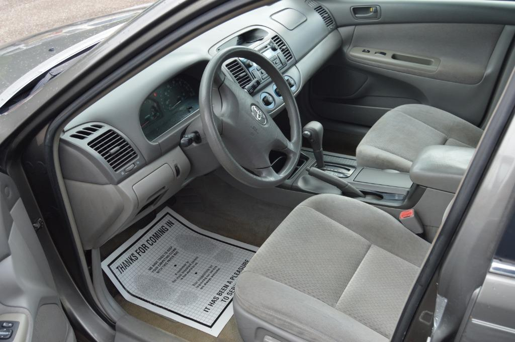 2004 Toyota Camry LE photo
