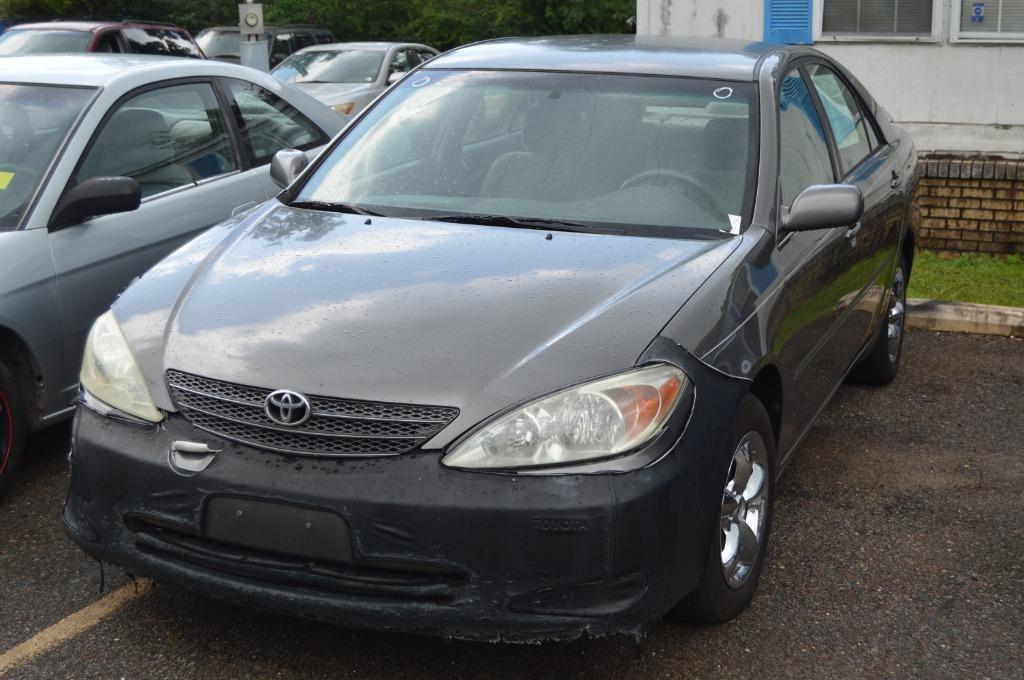 The 2004 Toyota Camry LE photos