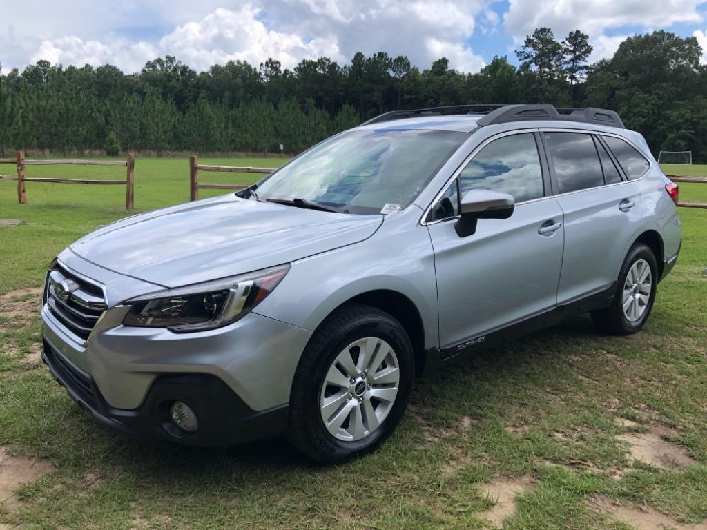 The 2019 Subaru Outback Premium AWD  photos