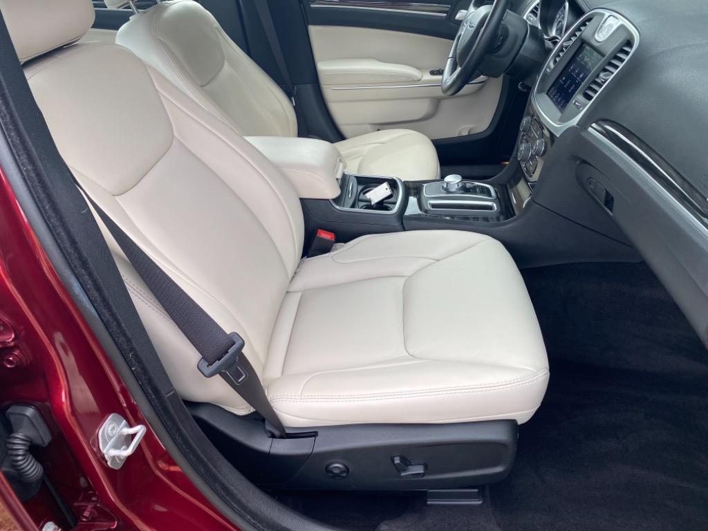 2017 Chrysler 300 Limited  photo