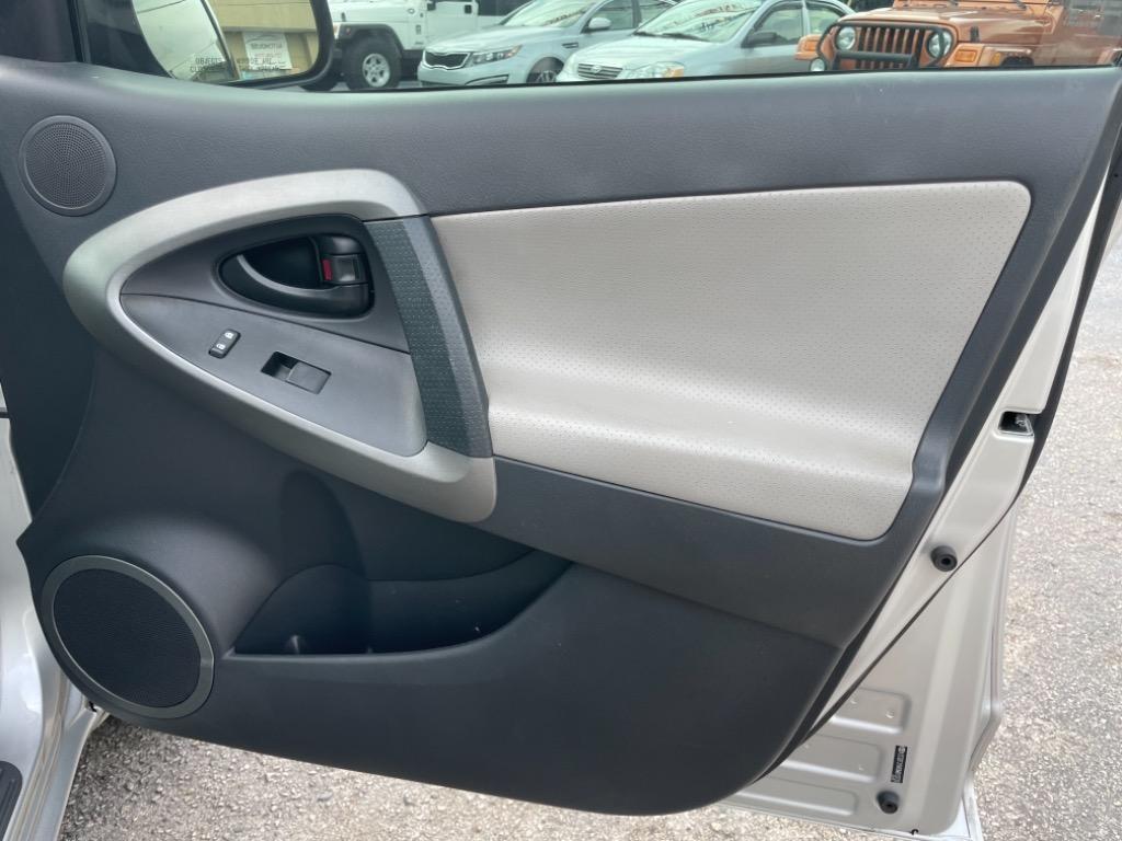 2009 Toyota RAV4 Limited photo