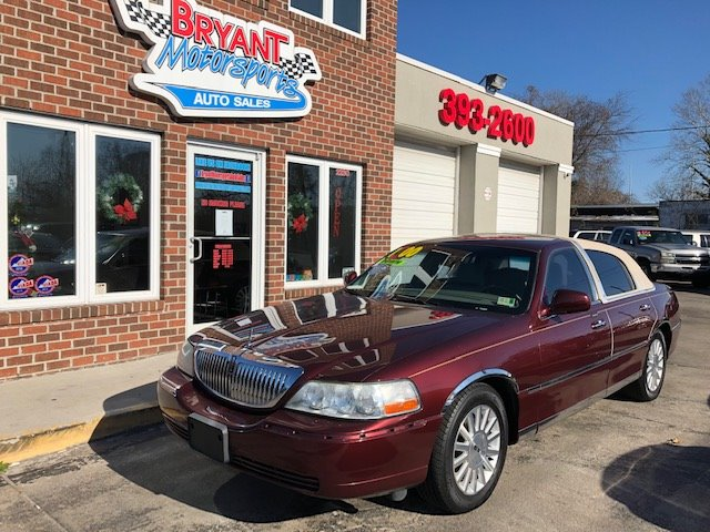 2004 Lincoln Town Car Signature photo