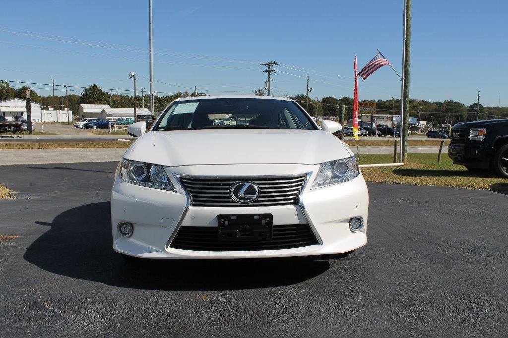 The 2015 Lexus ES ium