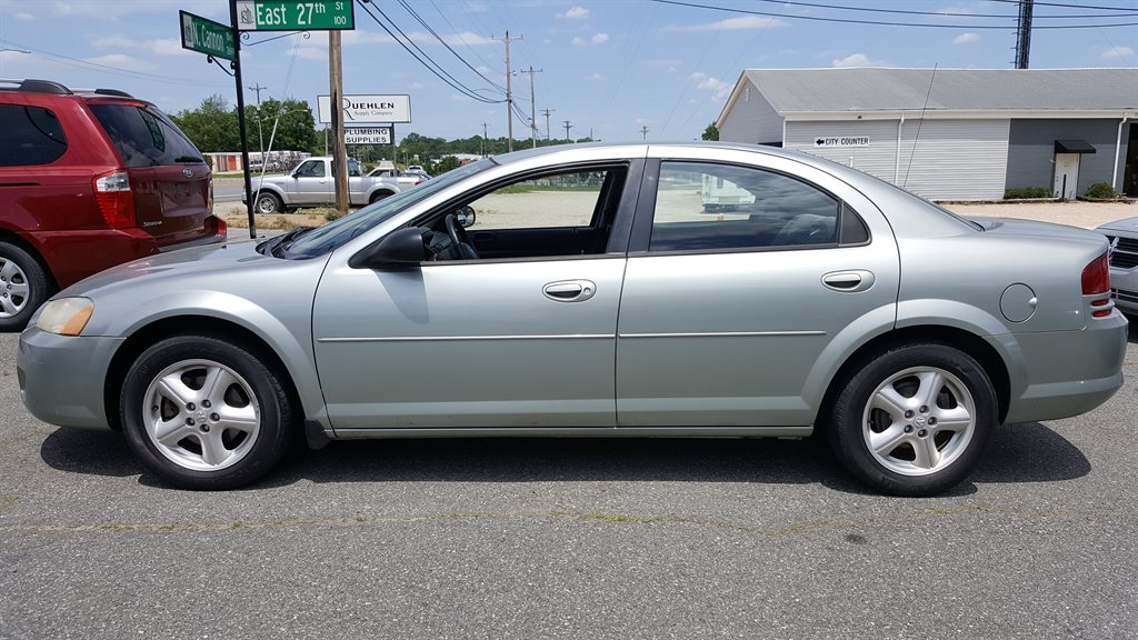 The 2005 Dodge Stratus SXT photos